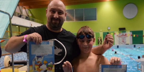 Deelnemers Zwem4daagse zwommen 13.500 baantjes in het Bijlmerbad