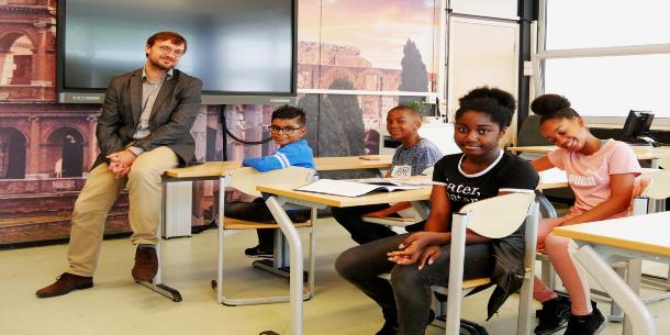 Het Ir. Lely Lyceum staat inmiddels bekend als de sterkst groeiende school van Amsterdam