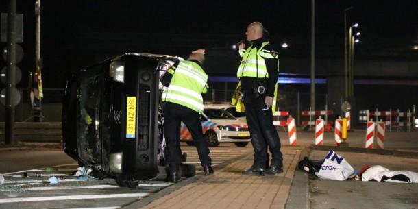 Auto over de kop geslagen Kromwijkdreef